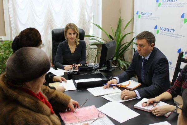 Сергей Баринов и Оксана Штейн провели приём граждан по вопросам кадастрового учёта и оценки объектов недвижимости